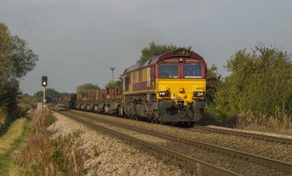 train-989631_1920